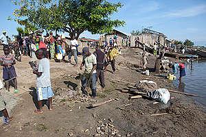 Fishermen Repairing Nets in DRC. © Jan-Joseph Stok