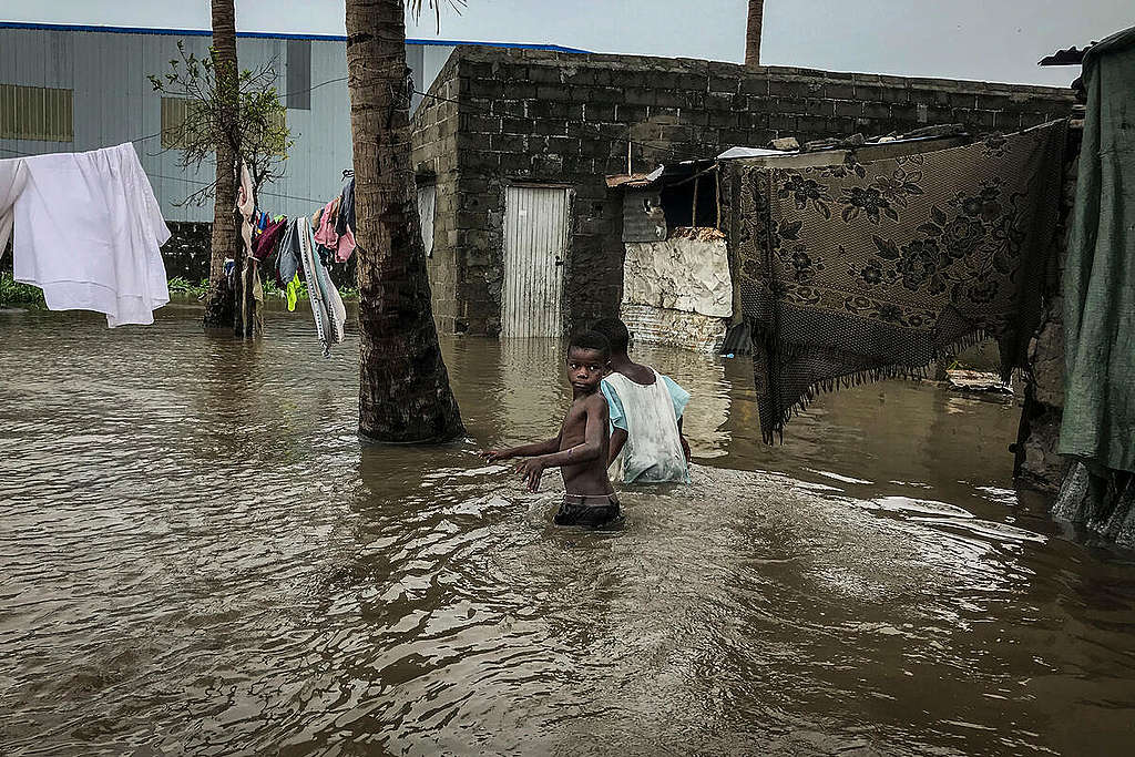 Tropical Cyclone Eloise hits Mozambique. ANDRE CATUEIRA / Greenpeace
