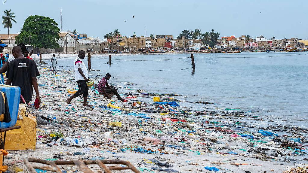 Plastics Clean up on Beach in Senegal. © Ibrahima Kebe Diallo / Greenpeace