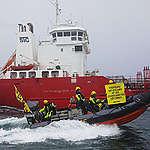 Greenpeace intercepte un navire-citerne transportant de l'huile de poisson alors que la croissance dramatique de cette industrie menace les moyens de subsistance en Afrique de l'Ouest
