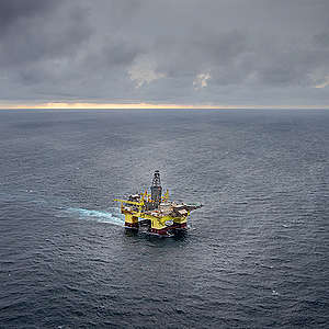 OMV oil rig approaching the Taranaki Coast