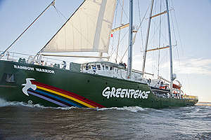 Rainbow Warrior III de Greenpeace llegando a Buenos Aires