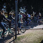 Greenpeace expone el precario estado de las ciclovías en el que los ciclistas circulan