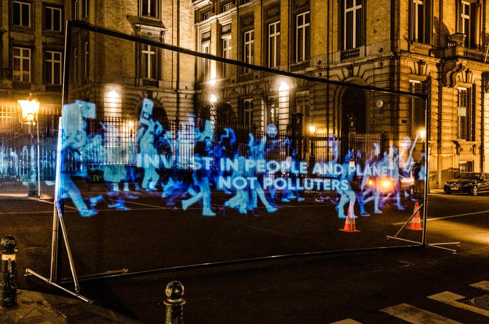 Manifestation virtuelle avec hologrammes pour un plan de reconstruction écologique et équitable