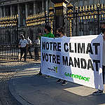 """«Notre climat, votre mandat"""" – Les activistes de Youth For Climate et de Greenpeace exigent des négociateurs qu'ils fassent preuve de détermination et d'ambition en matière de climat"""