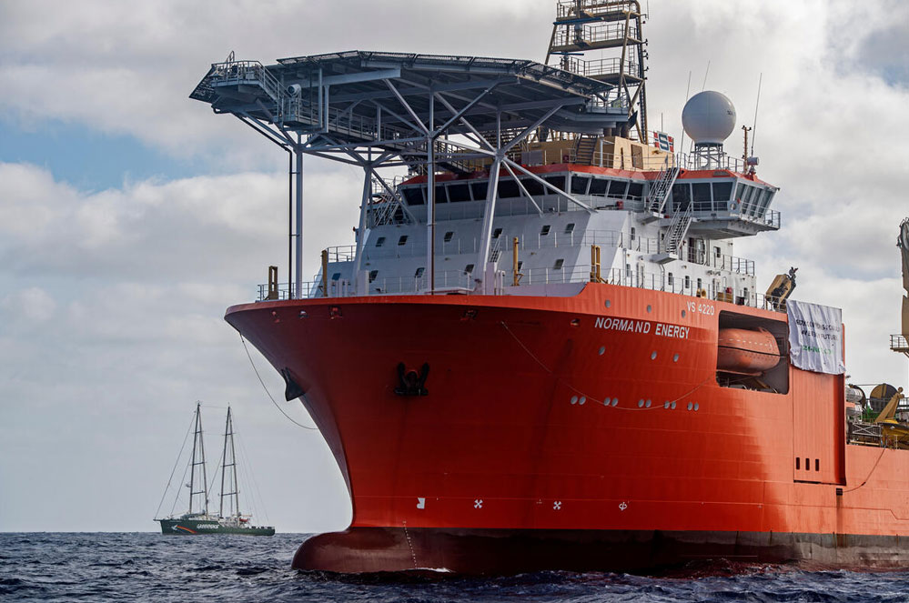 Rainbow Warrior in actie tegen diepzeemijnbouw in de Stille Oceaan
