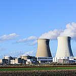 Doel Nuclear Power Plant in Belgium. © Bernd Arnold / Greenpeace