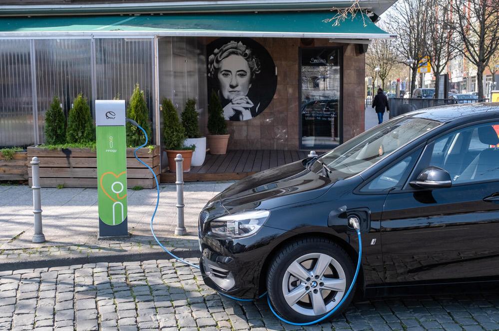 Hoe past de elektrische auto in een duurzamere mobiliteit?