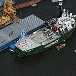 Navio Arctic Sunrise bloqueia descarregamento de soja