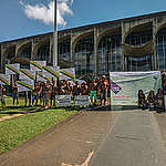 The Munduruku people protest in Brasília for the demarcation of the Indigenous Land Sawré Muybu. During the 2018 Free Land Camp, in an act in front of Brazilian Ministry of Justice, the Munduruku people launch the Map of Life: a content stating the importance of their lands for the survival of the people, their culture and nature itself.