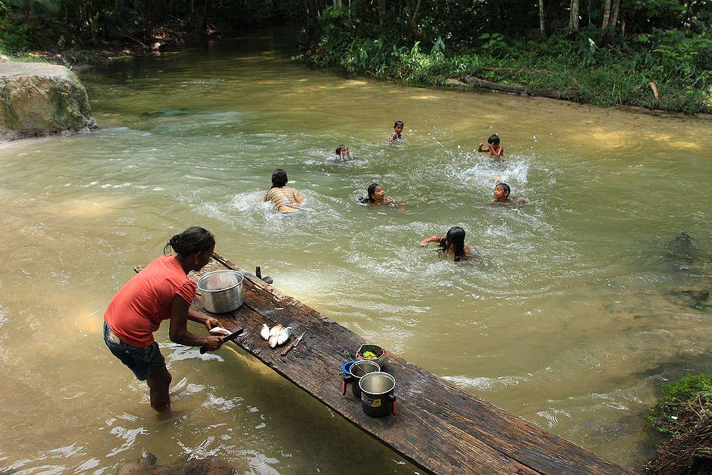O modo de vida tradicional de diversas comunidades está ameaçado na Amazônia