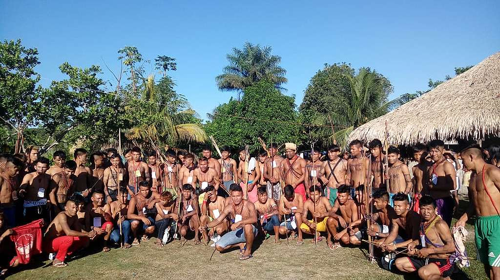 Jovens Munduruku reunidos em foto