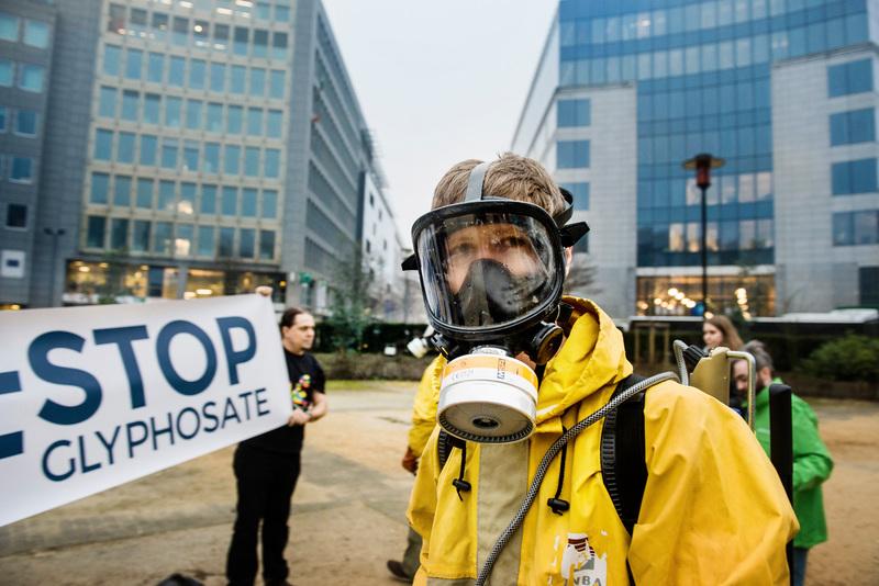 Ativistas em protesto em Bruxelas, Bélgica, contra o glifosato, em 2017