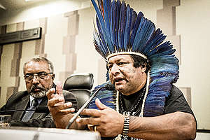 Indígena Alberto Terena discursa