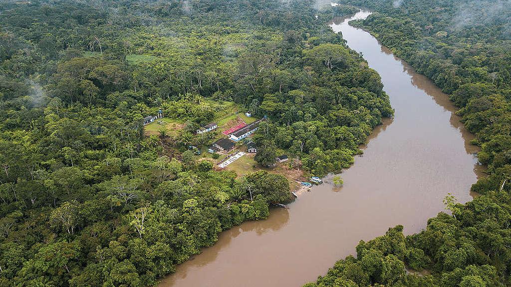 Rio dentro da Terra Indígena Karipuna