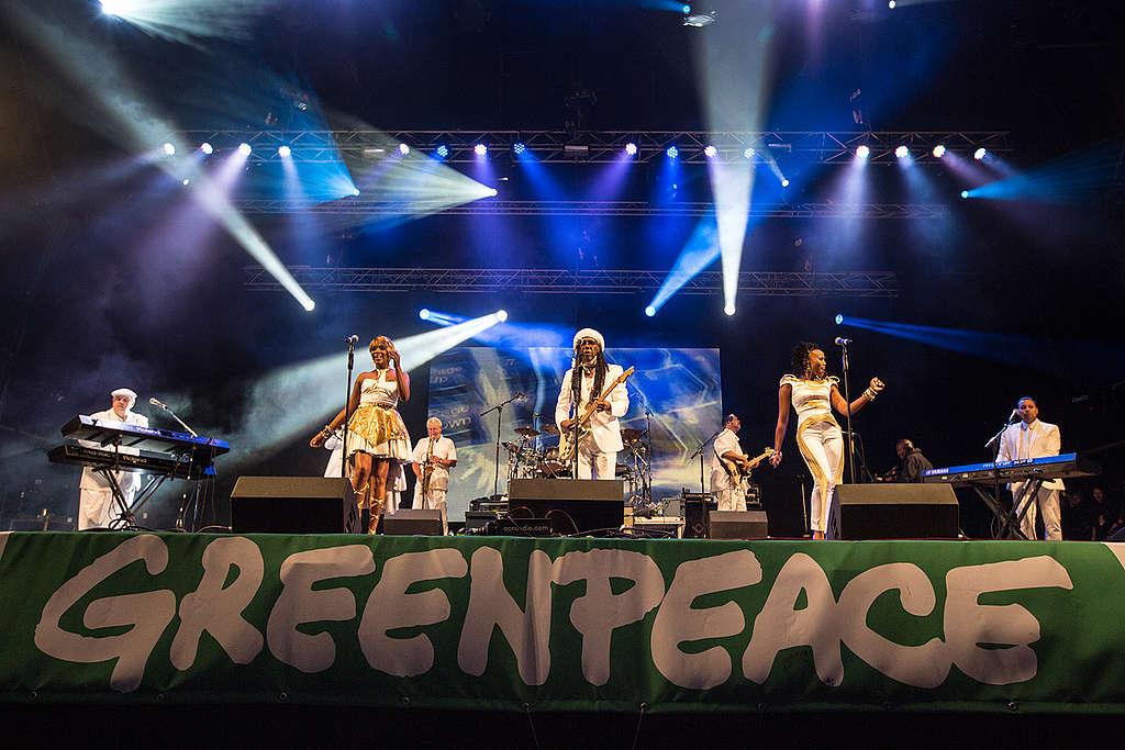 Music Stage at Glastonbury. © Rose  Sjölander / Greenpeace
