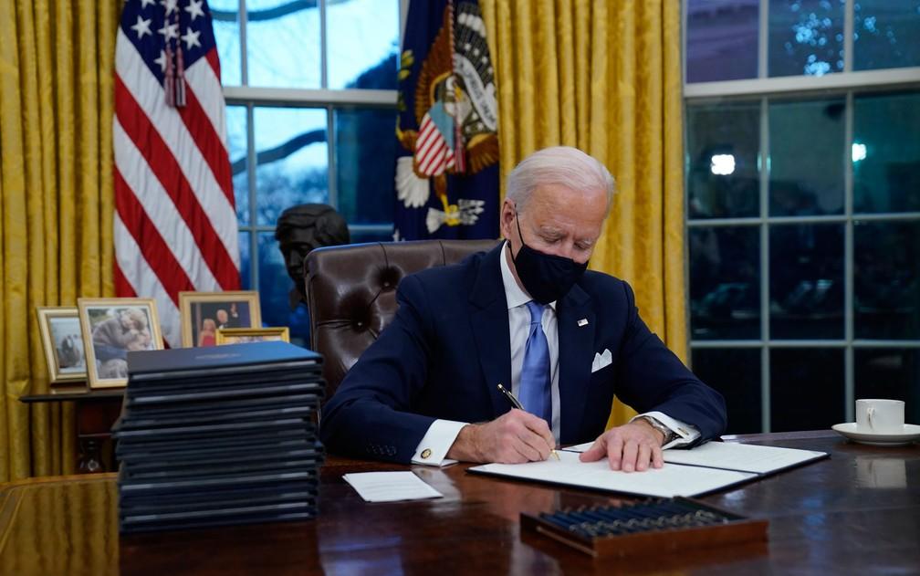 Biden coloca Estados Unidos, um dos maiores poluidores do mundo, de volta ao Acordo de Paris
