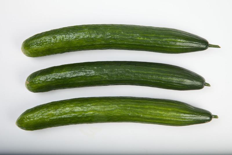 ilustrativa: pepinos sobre superfície