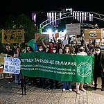 """Активистите от """"Петъци за бъдеще"""" – България се завърнаха на улицата"""