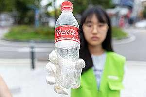 """Доброволци на """"Грийнпийс"""" в Южна Корея след почистване"""