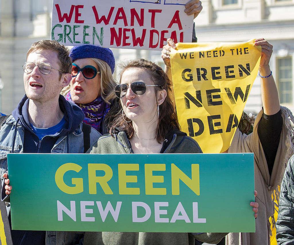 Senator's Green New Deal Press Conference on Capitol Hill. © Tim Aubry / Greenpeace