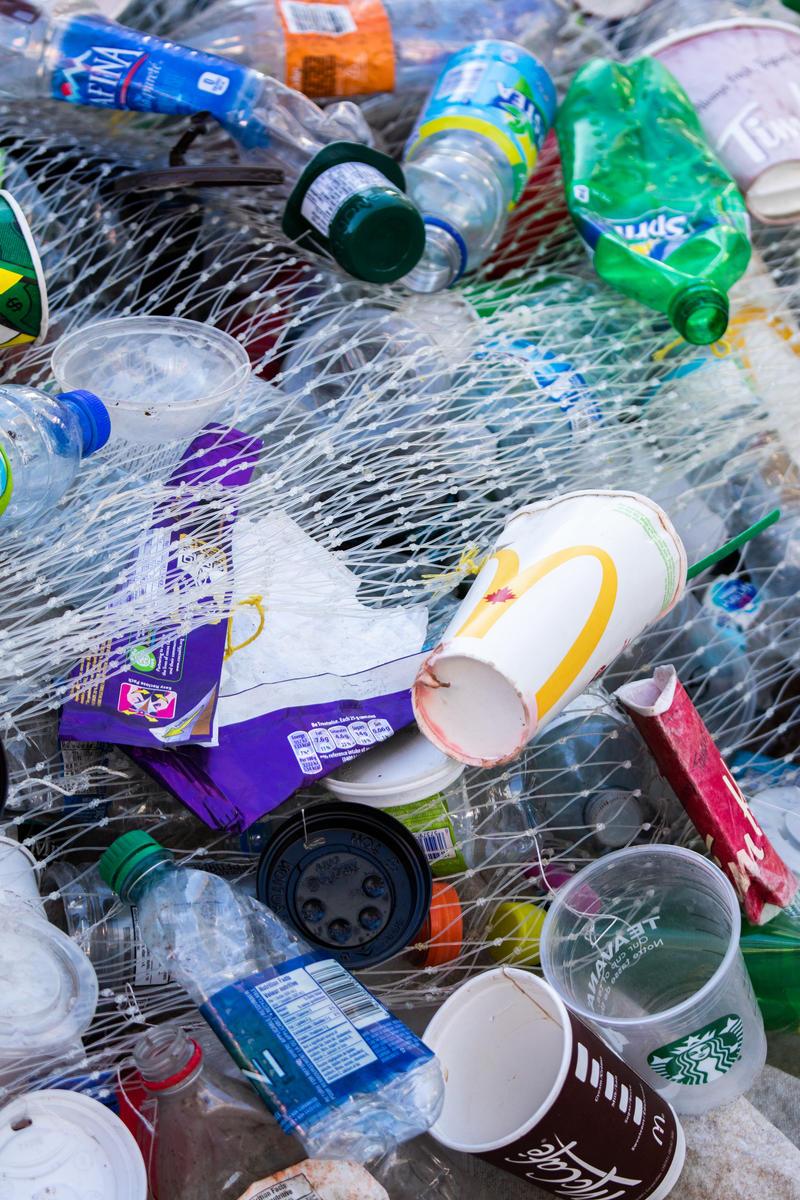 Installation Déchets Plastiques au Square Yonge-Dundas, Toronto. © Vanessa Garrison / Greenpeace