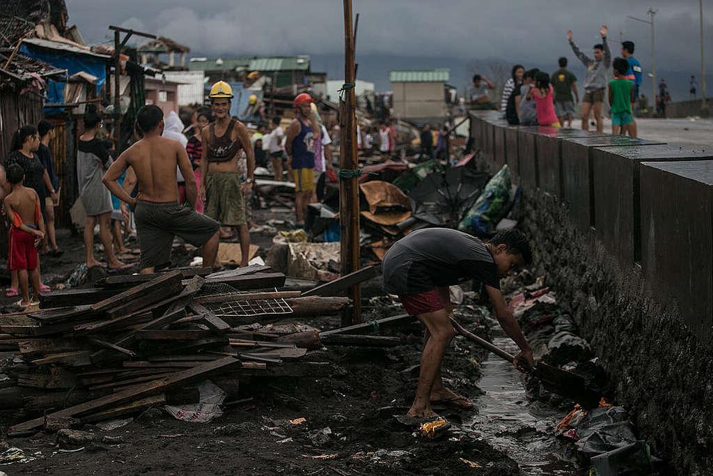Aftermath of Typhoon Kammuri. © Basilio H. Sepe / Greenpeace