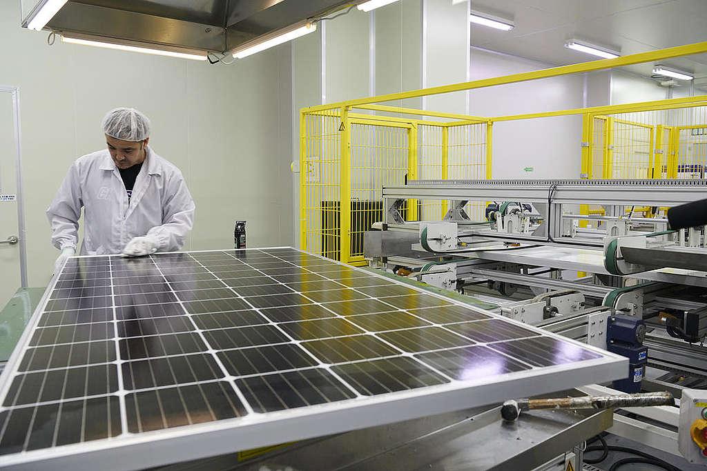 Solar Panel Factory, S. Korea. © Jung-geun Augustine Park / Greenpeace