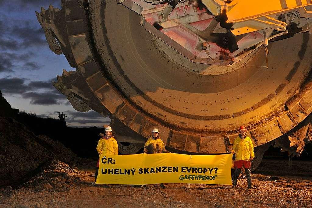 Coal Excavator Action in Czech Republic. © Ibra Ibrahimoviç