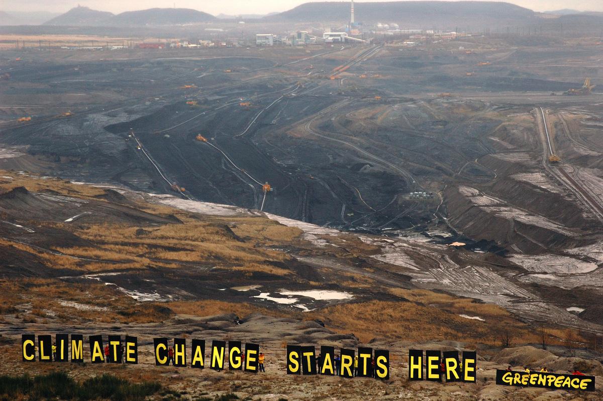 Climate Banner at Lignite Pit in Czech Republic. © Greenpeace / Ibra Ibrahimoviç
