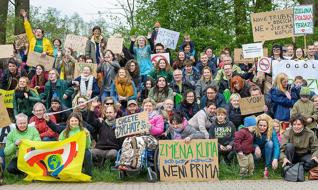 International Human Chain against Turów Mine in Czech Republic. © Petr Zewlakk Vrabec / Greenpeace