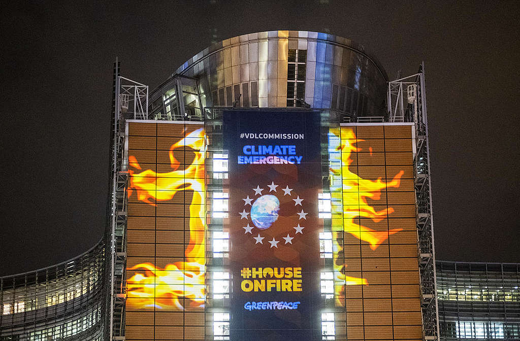 EU Climate Law Projection in Brussels. © Tim Dirven / Greenpeace