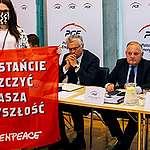 Greenpeace přerušilo valnou hromadu PGE, vlastníka dolu Turów. Vyzvalo ho k přijetí odpovědnosti za negativní dopady těžby a spalování uhlí