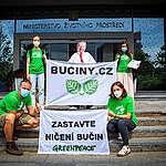 Greenpeace předalo MŽP petici za záchranu bučin  v Krušných horách. Podepsalo ji přes 10 tisíc lidí