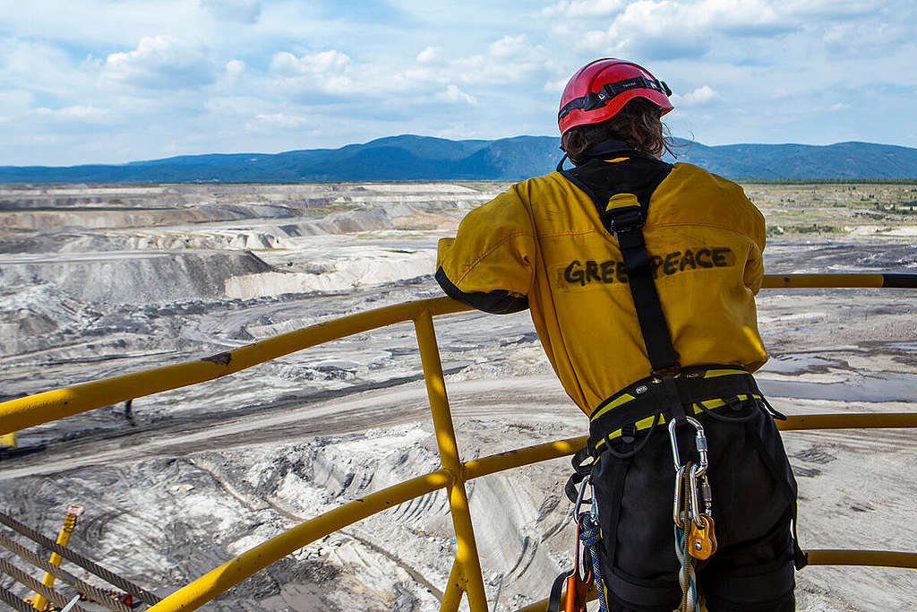 Anti-Coal Protest at the Excavator of Vršany Mine in Czech Republic. © Bára Sommersová / Greenpeace