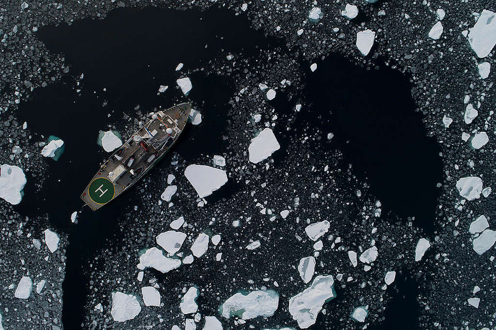 MY Arctic Sunrise in the Arctic Sea. © Daniella Zalcman / Greenpeace