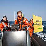 Greenpeace join flotilla for Oresund protection. © Alban Grosdidier