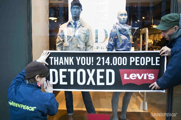 121213 Copenhagen, DenmarkGreenpeace activists in Copenhagen holding up a thank you messages to their supporters outside a Levi's store. Levi's has commited to eliminate all hazardous cheimicals at latest year 2020. Greenpeace has put preasure on the bra