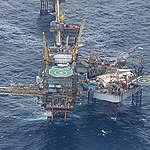 Olieprisen styrtdyk må få regeringen til at stoppe jagten efter mere olie i Nordsøen
