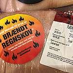 """Forbrugeroplysning i landets supermarkeder! Greenpeace mærker dansk kød med """"bismag af brændt regnskov"""""""