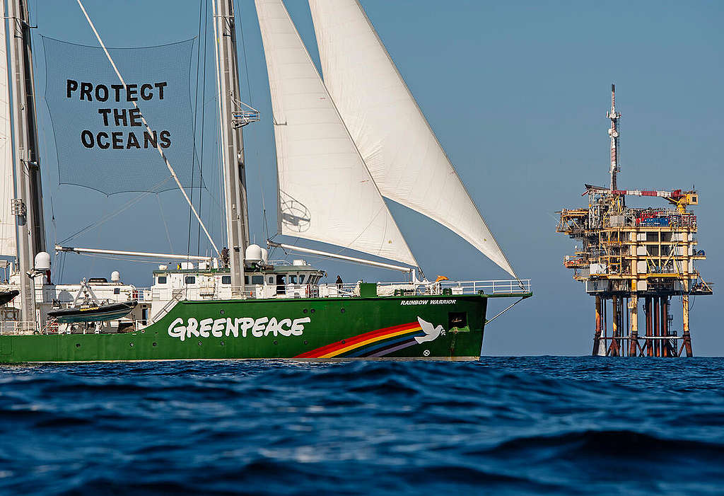 Esperanza in the North Sea - Protest at Gas Platform A6-A. © Marten  van Dijl / Greenpeace