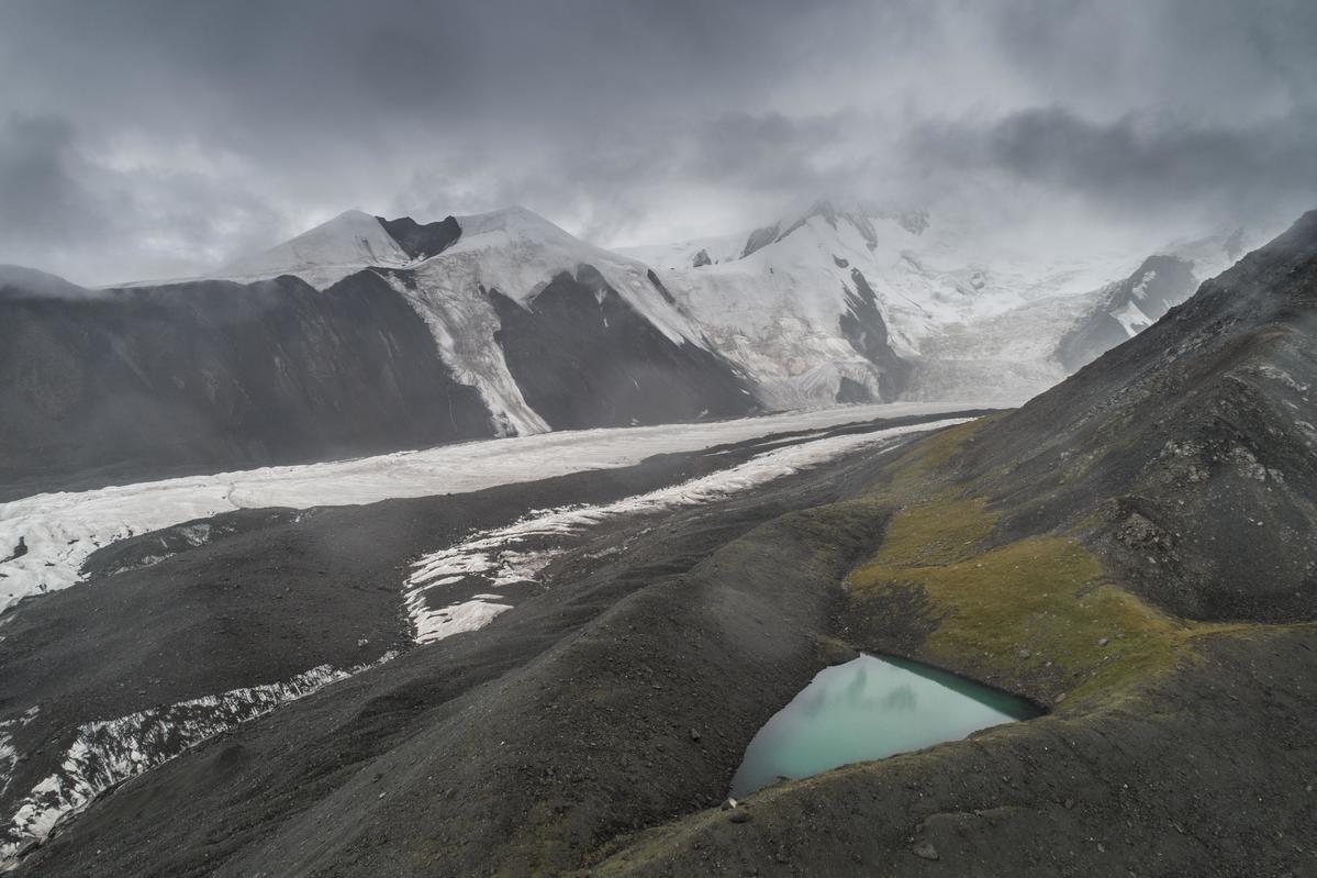 Halong Glacier in Qinghai, China. © Tie Gai / Greenpeace