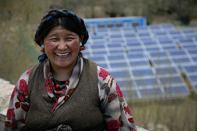 Tibetan Woman with Solar Panels, Everest Expedition. © Greenpeace / John Novis