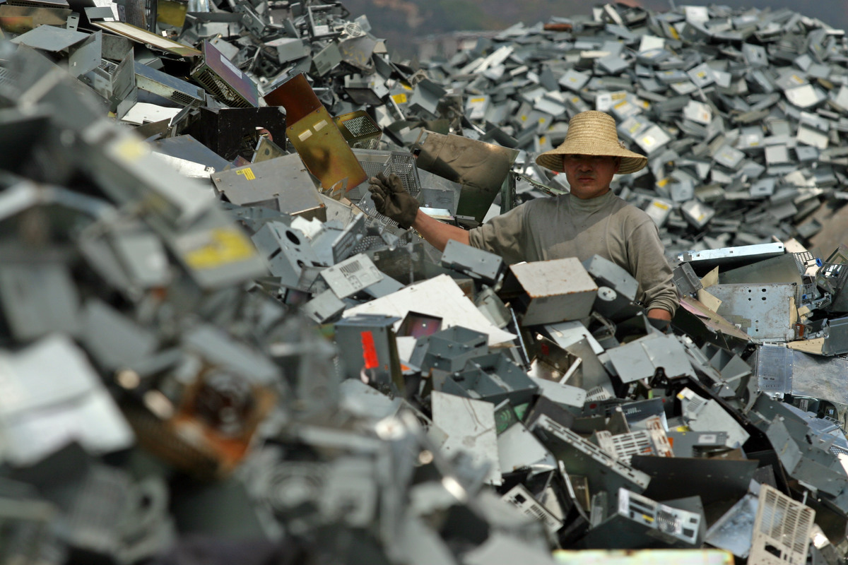 Toxics e-Waste Documentation in China. © Greenpeace / Natalie Behring