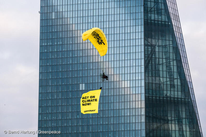 Paragliding activists land on ECB to expose support for fossil fuels -  Greenpeace European Unit