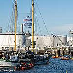 Greenpeace blocks Shell refinery in Rotterdam port