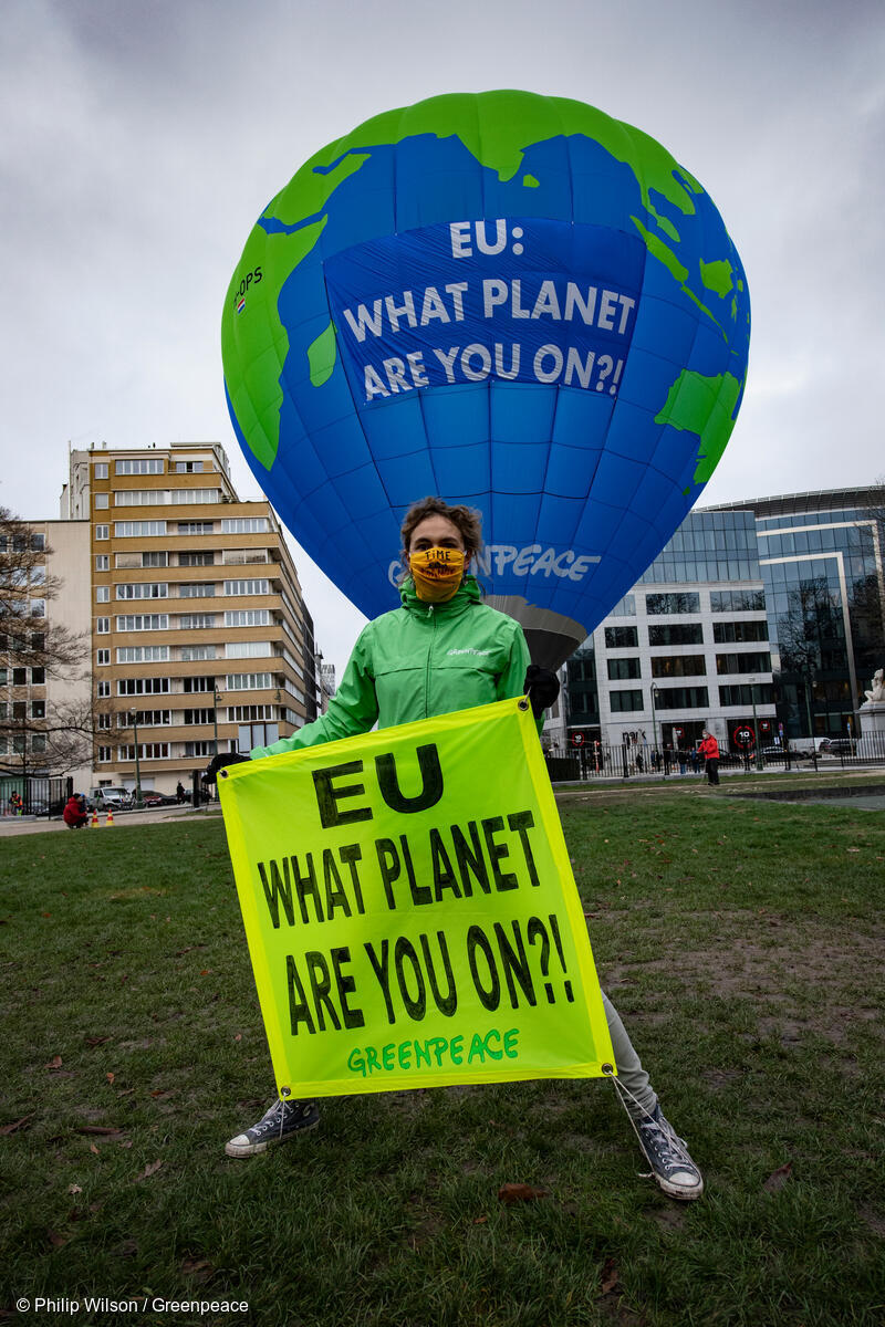 """BRUSSELS, BELGIUM - DECEMBER 10 :  Greenpeace activists float a 27-metre hot air balloon at a make-or-break EU summit in Brussels to warn that governments are not doing enough to confront the climate emergency. The balloon, depicting planet Earth and displaying a message reading: """"EU: What planet are you on?!"""", was placed near the building where European government leaders were expected to agree a new EU-wide climate target for 2030.  December 10, 2020 in Brussels, Belgium, 10/12/2020 ( Photo by Philip Wilson"""
