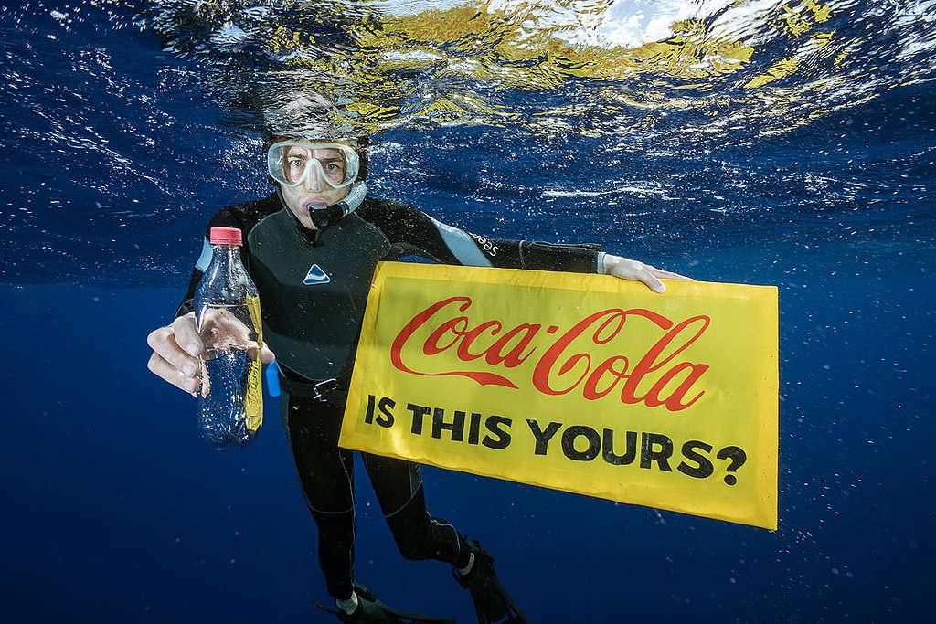 Muovijätettä meressä