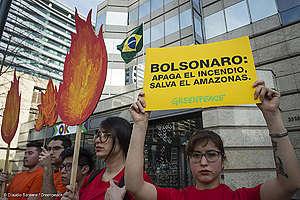 Bolsonaro lopeta metsäpalot, pelasta Amazon.
