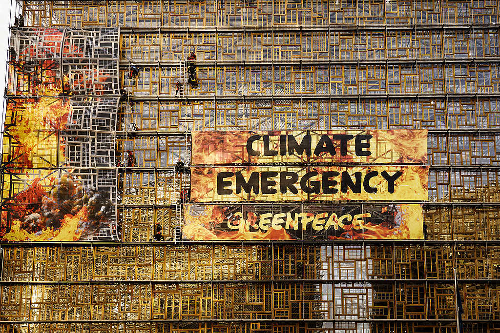 Greenpeacen aktivistit vaativat EU-johtajilta ilmastotekoja vuonna 2019. Kuva: Eric De Mildt / Greenpeace.